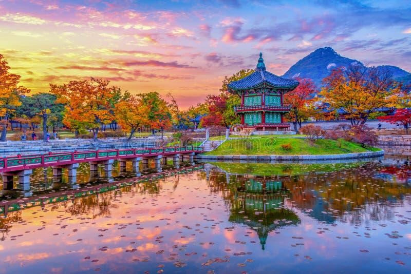 outono no palácio de Gyeongbokgung em seoul, Coreia foto de stock