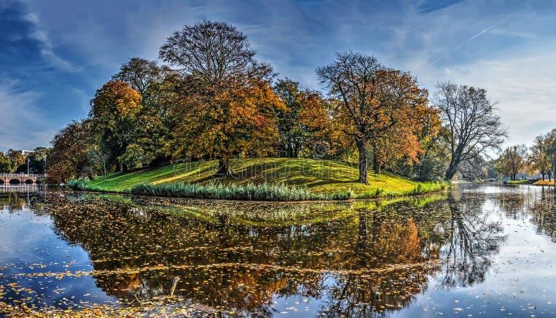 outono nos muralhas de Alkmaar imagem de stock royalty free