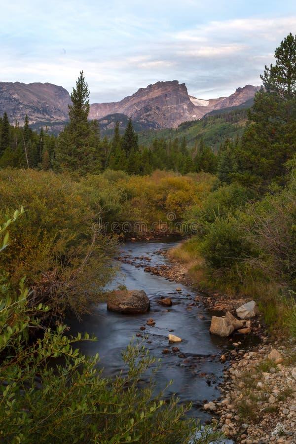 outono que desce em Rocky Mountain National Park Colorado foto de stock royalty free