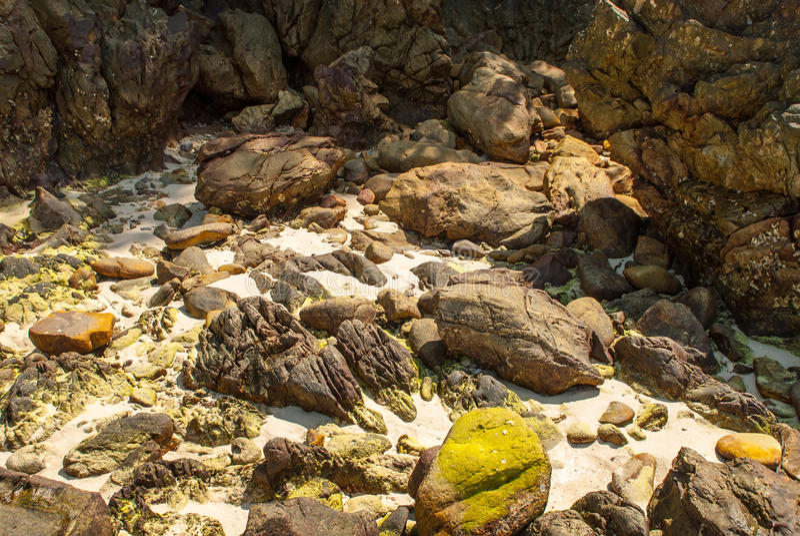Outras rochas na costa imagem de stock royalty free