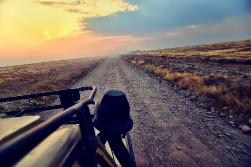 Outre de la route conduisant par l'Afrique image libre de droits
