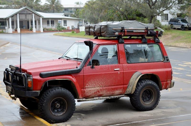 Outre du véhicule routier sur Fraser Island images stock