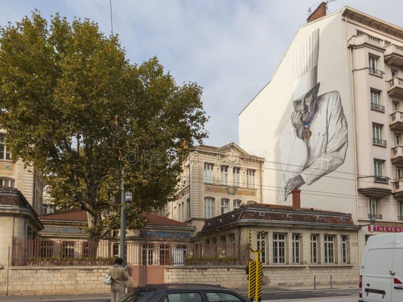 Outside Les Halles w Lion, ścienny obraz sławny szef kuchni Paul Bocuse fotografia stock