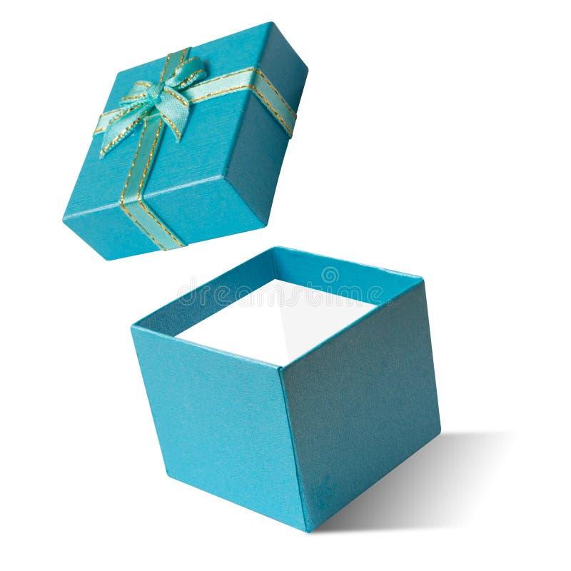 Ouvert bleu de boîte-cadeau d'isolement sur le fond blanc, bonne année photos stock