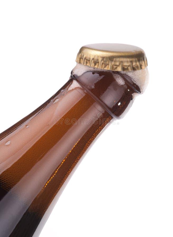 ouvert d'isolement par mousse de capuchon de bouteille à bière photographie stock