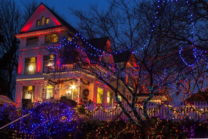 Ouverture de festival de lumières de Noël dans la belle victorienne, Portland, Orégon images libres de droits