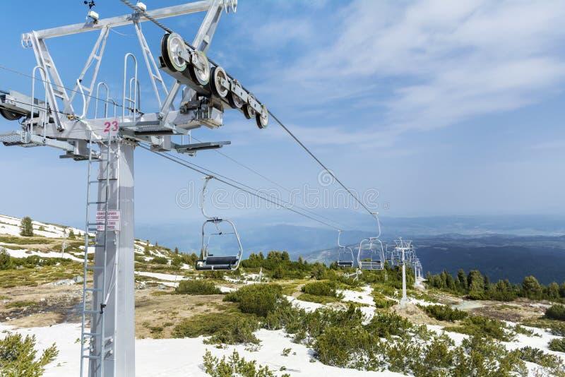 Ouvrez l'ascenseur menant aux sept lacs de rilski en Bulgarie, montagne de Rila image libre de droits