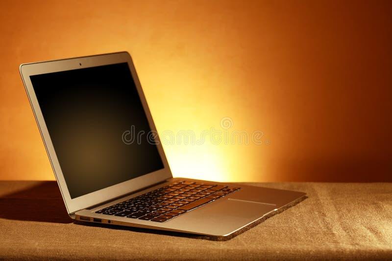 Ouvrez l'ordinateur portatif photos stock