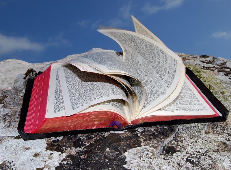 Ouvrez la bible (2) photos stock