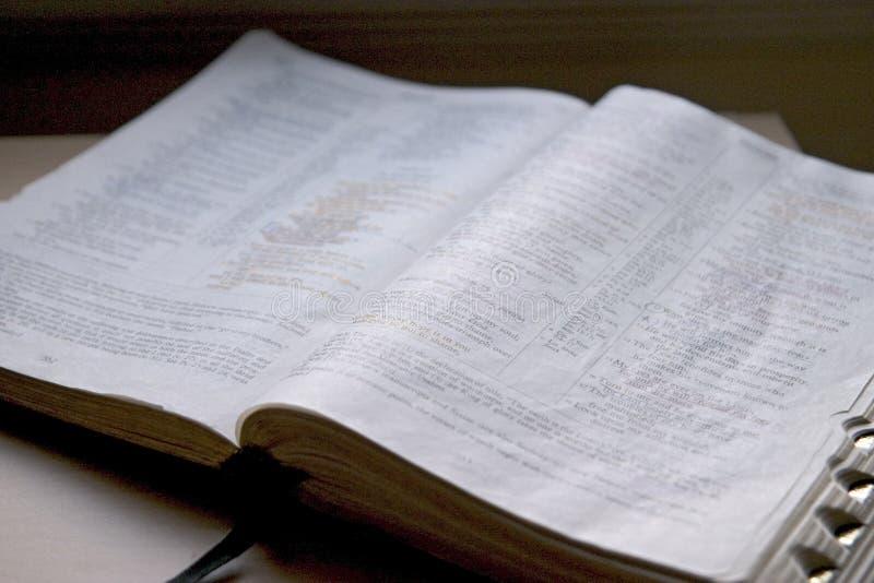 Ouvrez la bible image libre de droits
