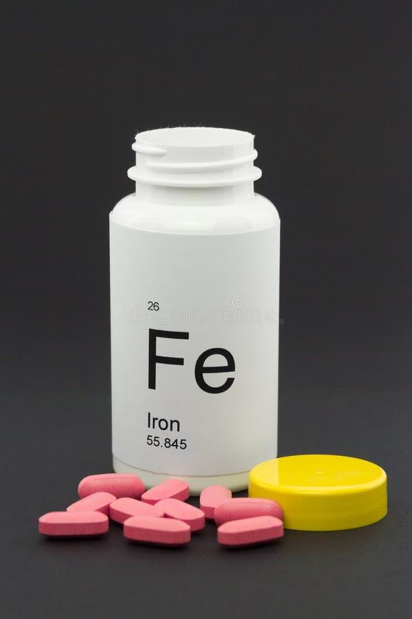 Ouvrez la bouteille de vitamines de fer photos stock