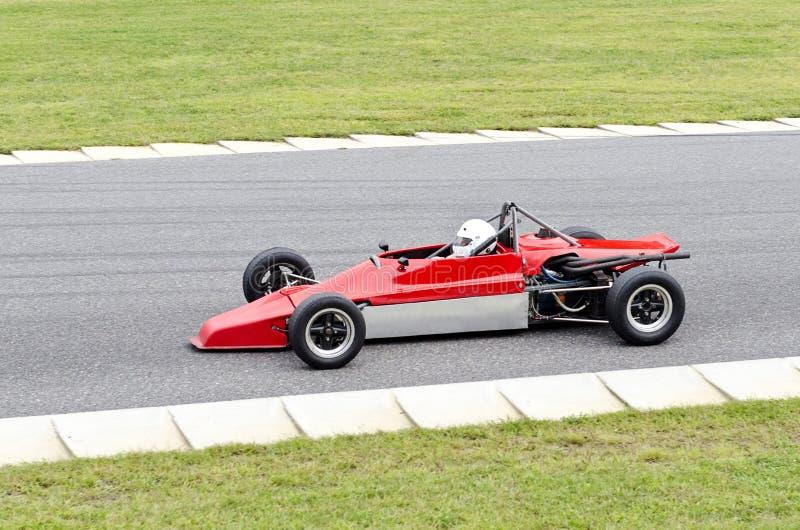 Ouvrez la voiture rouge et grise de roue de course image libre de droits