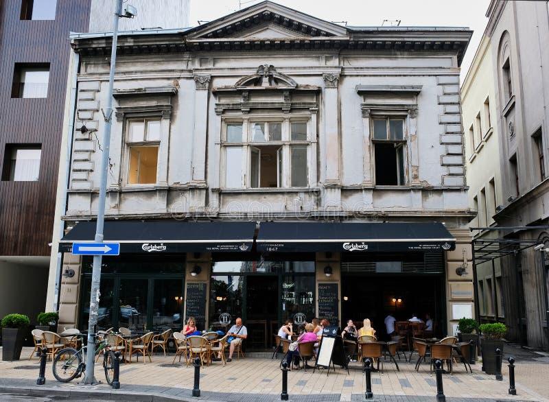 Ouvrez le café sous vieux Grey House, ville de Belgrade, Serbie image libre de droits
