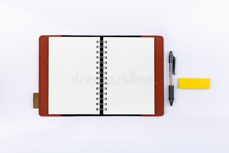 Ouvrez le carnet avec le post-it photo libre de droits