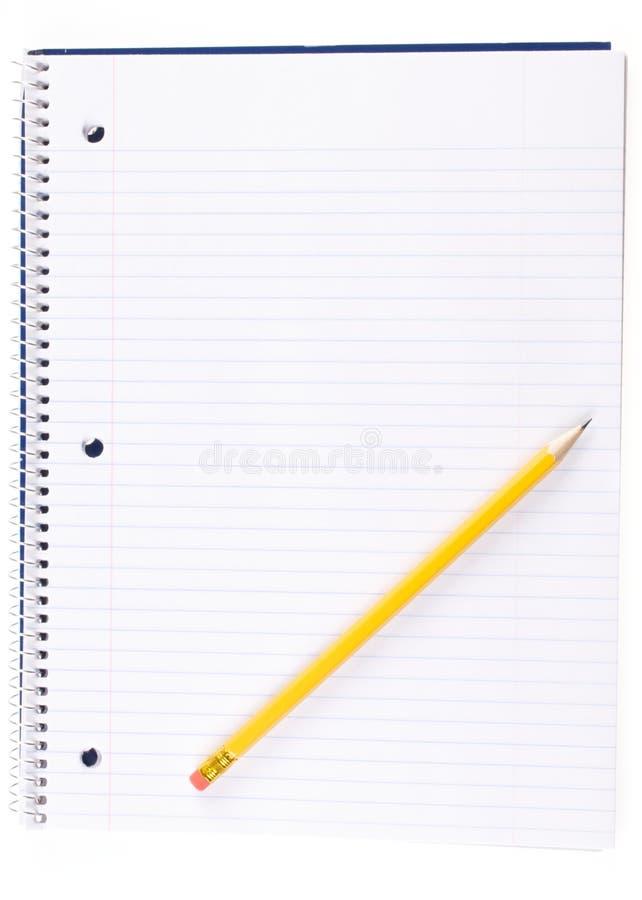 Ouvrez le carnet de notes à spirale et le crayon image stock