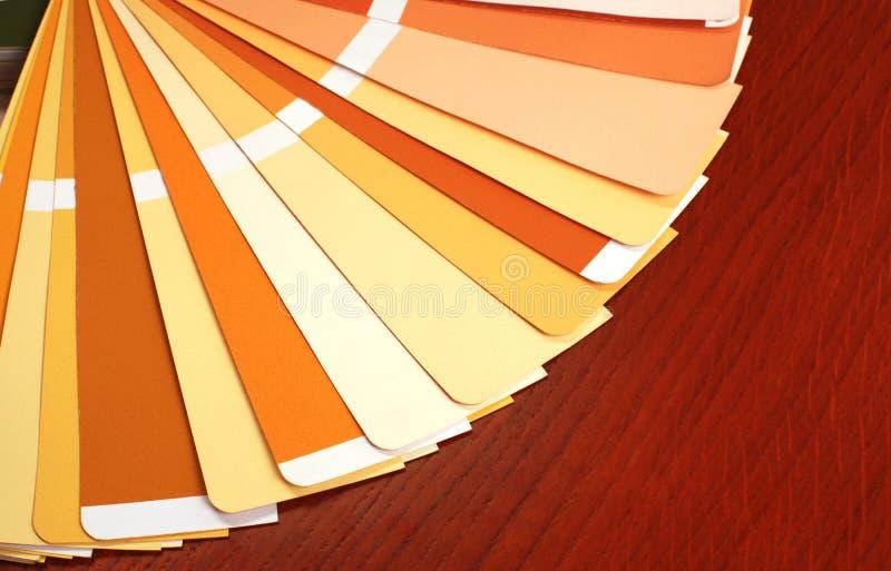 Ouvrez le catalogue de couleurs d'échantillon de pantone photographie stock libre de droits