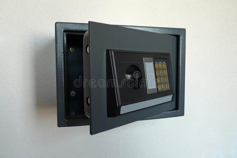 Ouvrez le coffre-fort à la maison image libre de droits