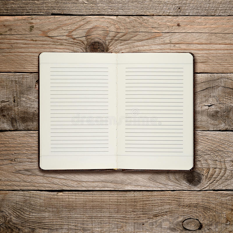 Ouvrez le journal intime sur le bois photo libre de droits