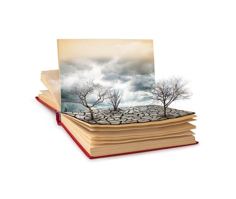 Ouvrez le livre avec un paysage sombre d'isolement sur le fond blanc image stock