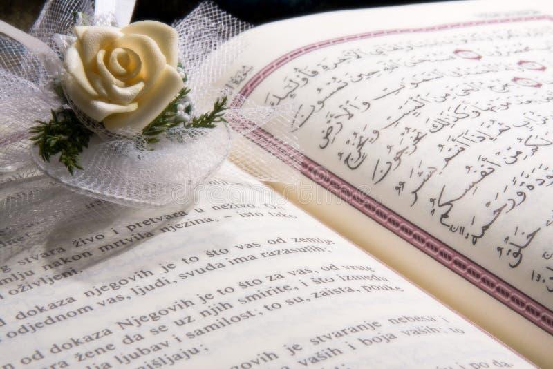 Ouvrez le Quran photographie stock