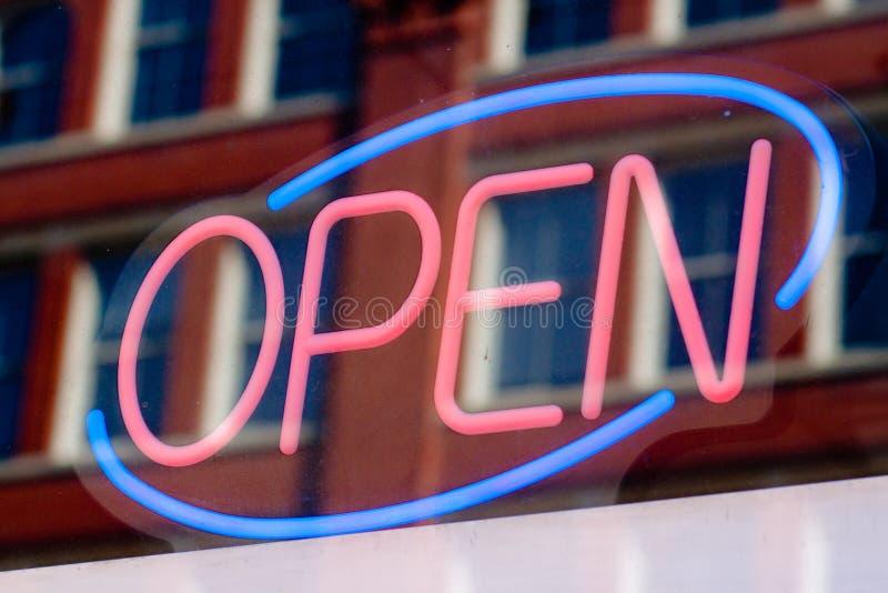 Ouvrez le signe photos stock