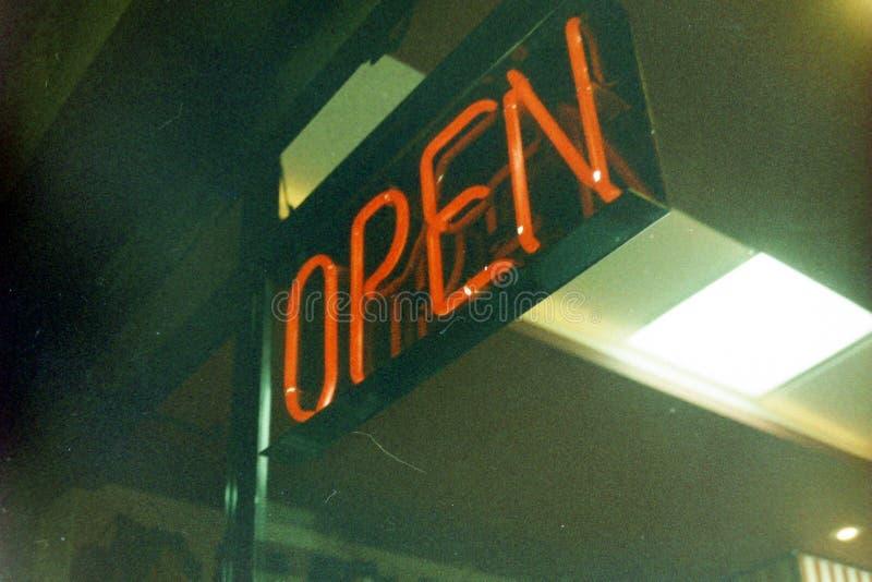 Ouvrez le signe léger images libres de droits