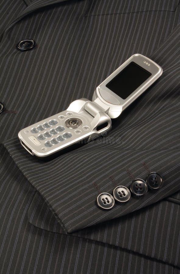 Ouvrez le téléphone portable sur la jupe photos libres de droits