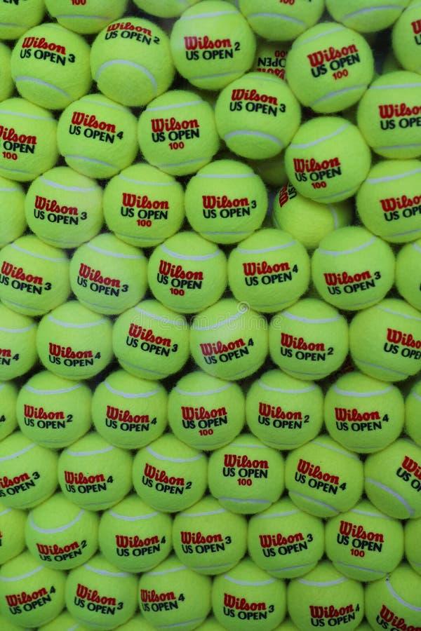 Ouvrez les balles de tennis de Wilson chez Billie Jean King National Tennis Center à New York image stock
