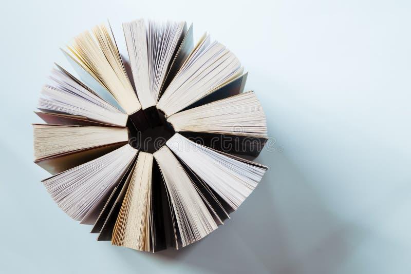 Ouvrez les livres image stock