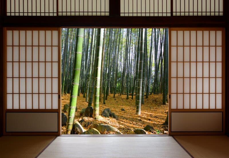 Ouvrez Les Portes Coulissantes Japonaises Et La Forêt En Bambou - Portes coulissantes japonaises