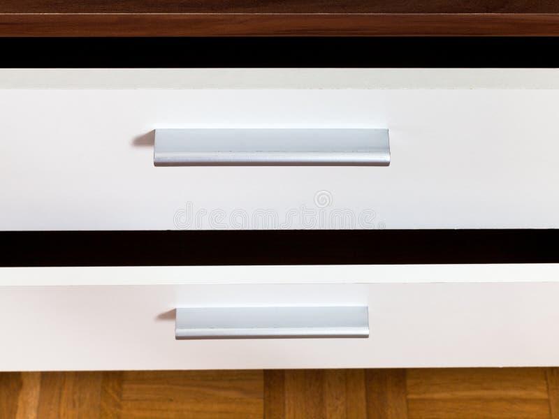 Ouvrez les tiroirs de la garde-robe photographie stock