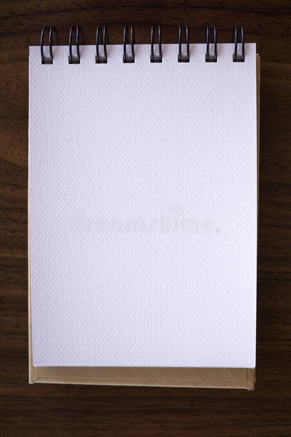 Ouvrez un carnet blanc vide photo stock