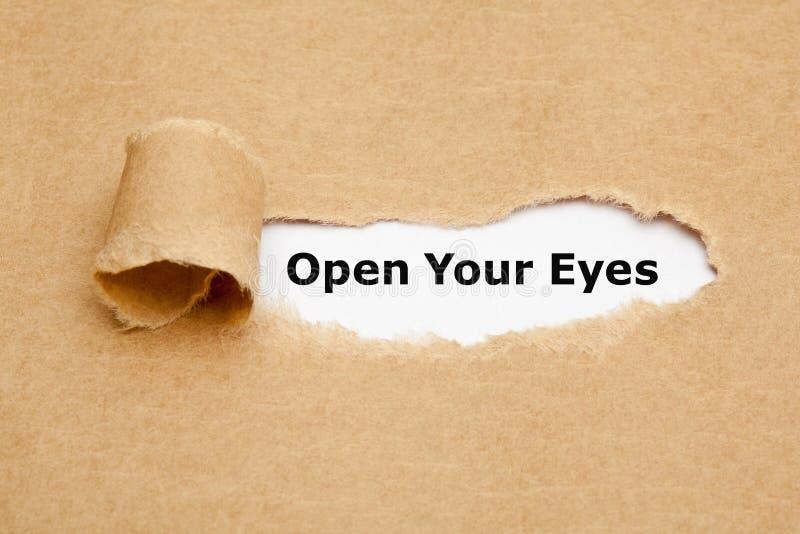 Ouvrez votre papier déchiré par yeux images libres de droits