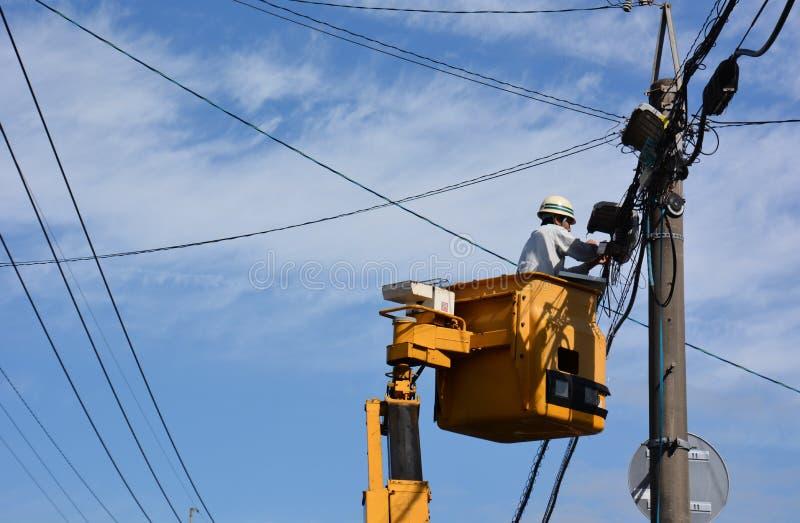 Download Ouvrier électrique image stock éditorial. Image du coupures - 87701169