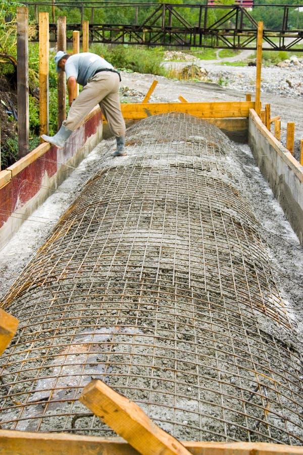 Ouvrier au chantier de construction   image stock