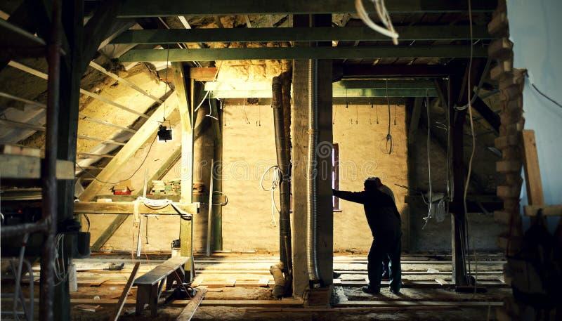 Ouvrier au chantier de construction photographie stock libre de droits