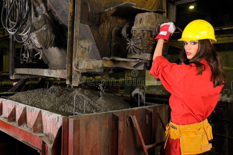 Ouvrier blanc dans l'industrie du bâtiment images stock