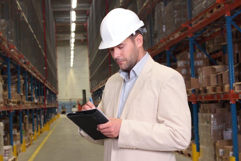 Ouvrier comptant des stocks image libre de droits