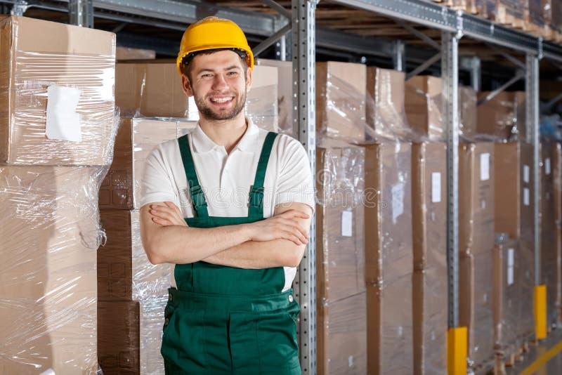 Ouvrier dans l'entrepôt photo stock