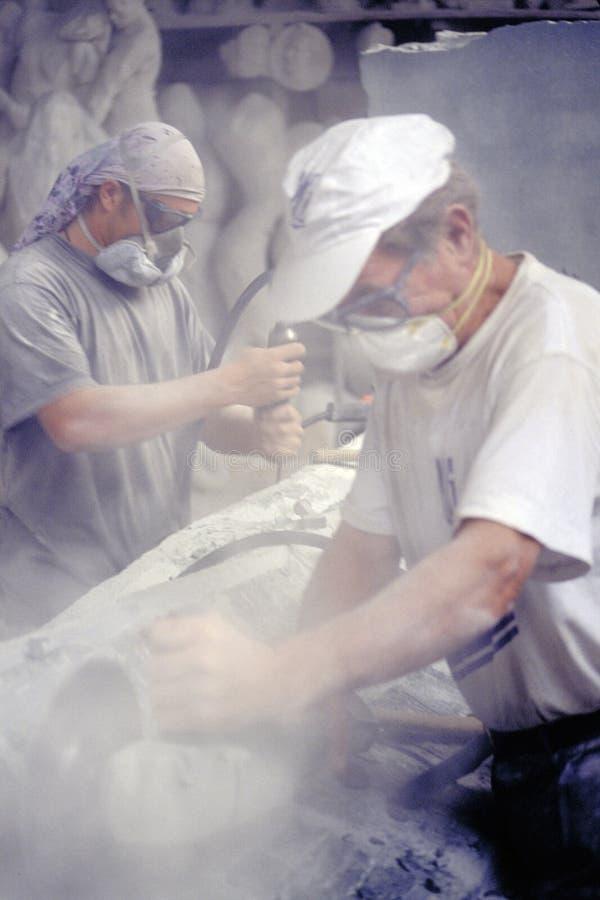 Ouvrier de marbre photographie stock