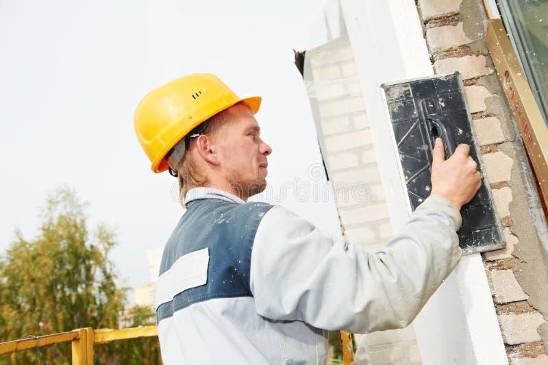 Ouvrier de plâtrier de façade de constructeur photos libres de droits