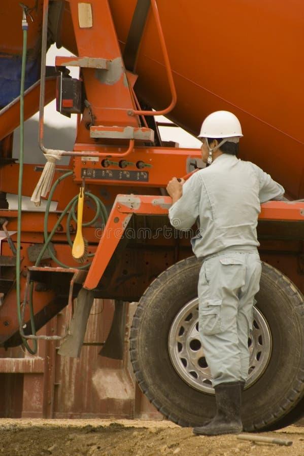 Ouvrier et camion photographie stock