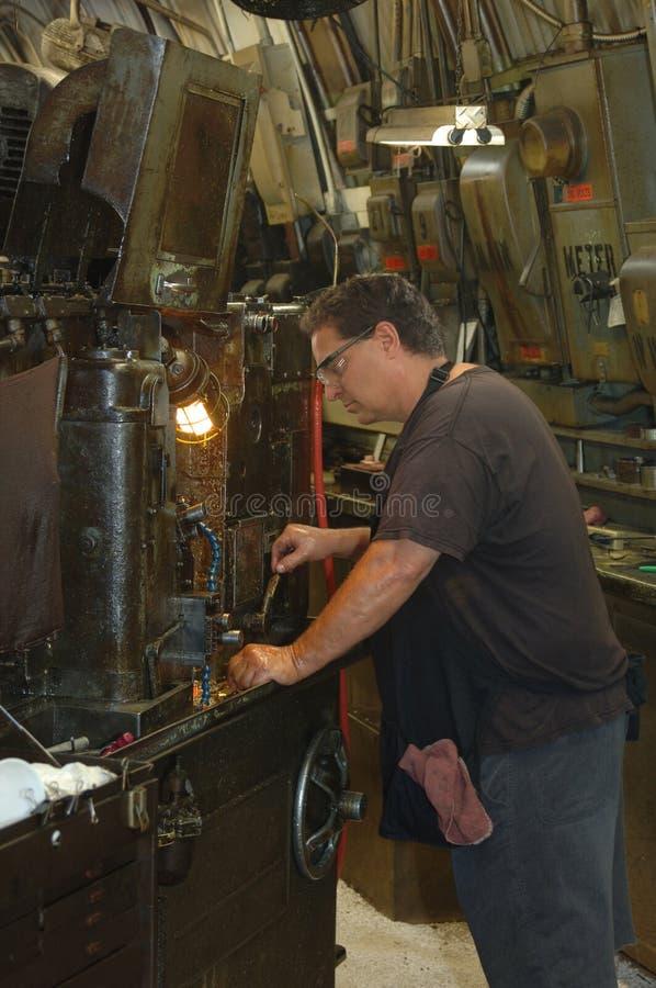 Ouvrier industriel en métal photographie stock