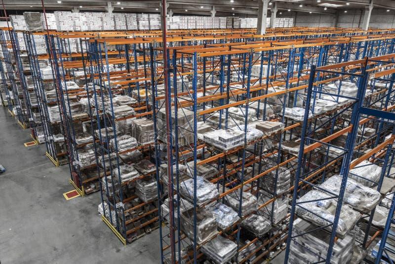 Ouvriers de cabines logistiques et de distribution et de chariots élévateurs photos libres de droits