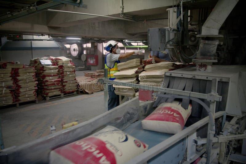 Ouvriers de ciment photographie stock