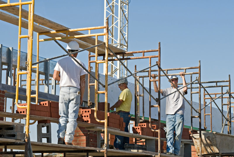 Ouvriers sur l'échafaudage photo libre de droits