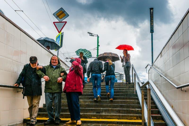 Oväntade regn och turister fotografering för bildbyråer