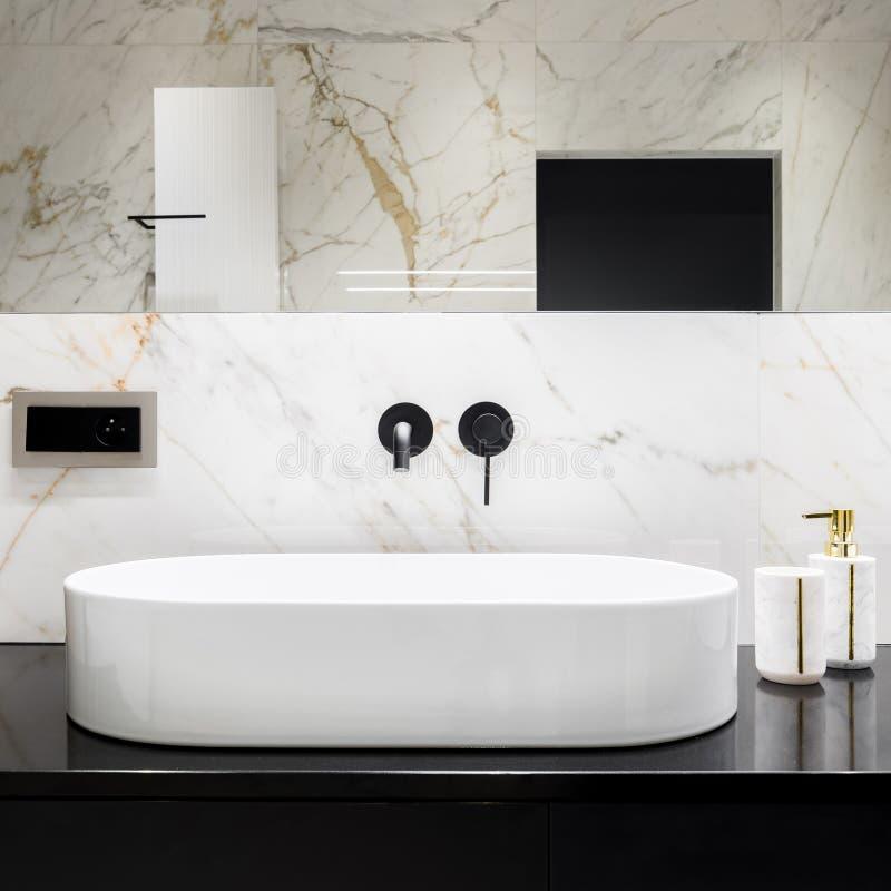 Free Oval Bathroom Washbasin Royalty Free Stock Photos - 183310488