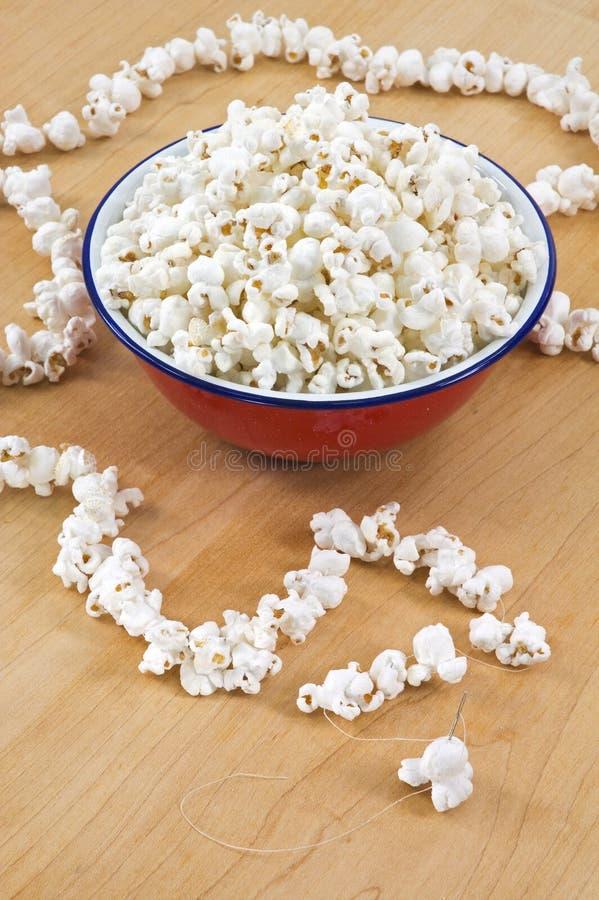 ovanför att stränga för popcorn royaltyfri fotografi