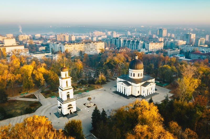 Ovanför Chisinau på solnedgången Chisinau är huvudstaden av Republ arkivbilder